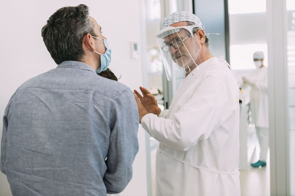 Cómo recuperar dientes desgastados con coronas dentales